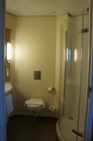 Ibis Leiden Centre : Bath