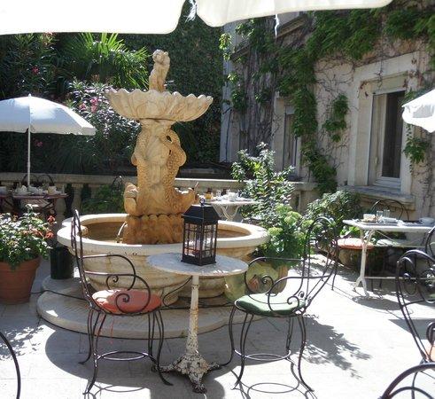 HOTEL DU PARC : Fontana nella zona colazione