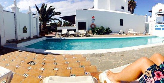Apartamentos Los Tulipanes : The smaller pool