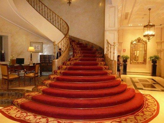 Gran Melia Fenix : Grand Stairway