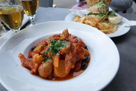 Fiskeriet Youngstorget: Bacalao and salmon burger