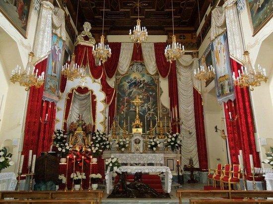 Chiesa di Santa Restituta : Алтарь