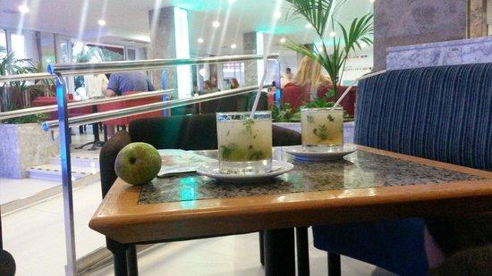 Hotel & Spa Ferrer Janeiro: Jeden Tag einen anderen Cocktail des Tages genießen ;)