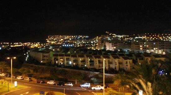 Bahia Princess Hotel : Vue nocturne de la terrasse de la chambre