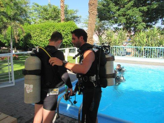 Manta Isrotel Diving Centre: יום ראשון של הקורס עם מדריך צ'אפור