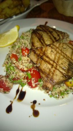 Fresco's Cafe & Restaurant : Chicken with Quinoa... the only place so far I discovered serving quinoa