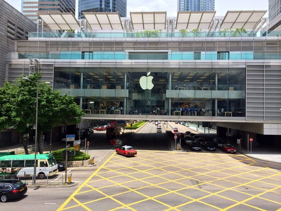 Apple store at IFC Mall