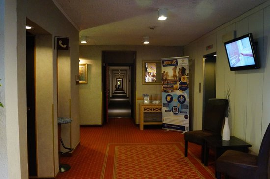 Globales Post Hotel & Wellness : To the lift and rooms