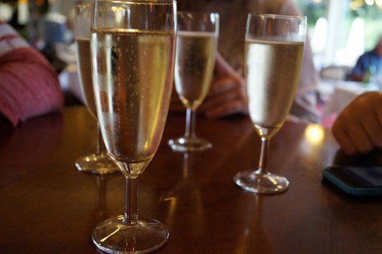 Globales Post Hotel & Wellness : Champagne at the bar