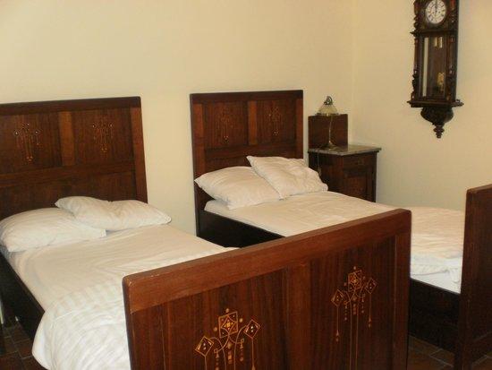 Hotel Loreta: Detalle de habitación de dos camas