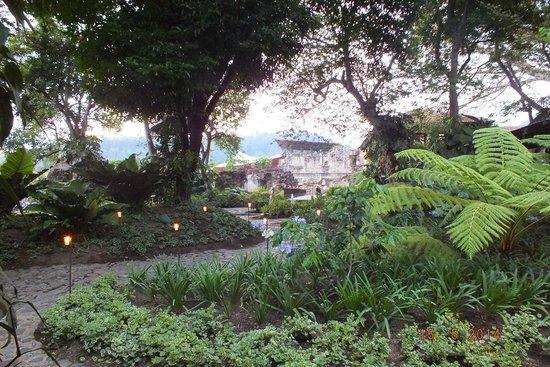 Hotel Museo Spa Casa Santo Domingo: giardino interno dell'albergo
