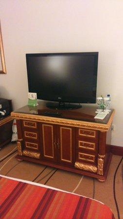 Holiday Inn Bur Dubai - Embassy District: Entertainment.....