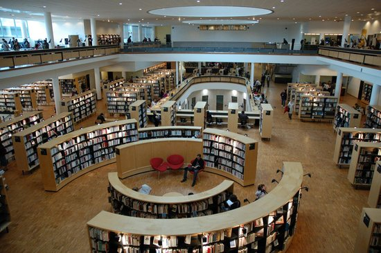 Bibliotheque Francophone Multimedia : depuis le premier étage