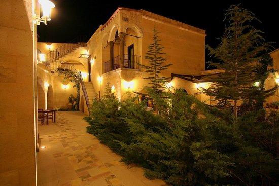 Cappadocia Estates Hotel: Courtyard