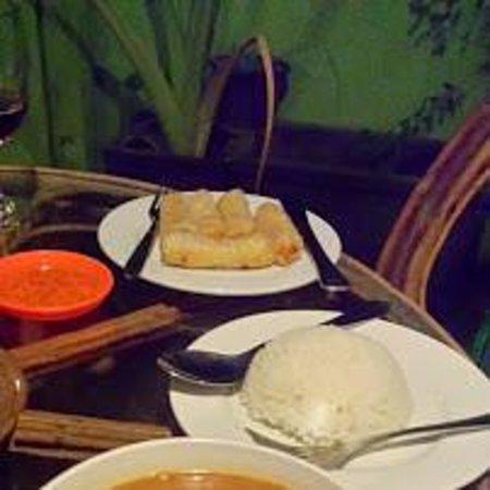 โกลเด้นท์ ทาเคียว เกสท์เฮ้าส์: dinner at rooftop