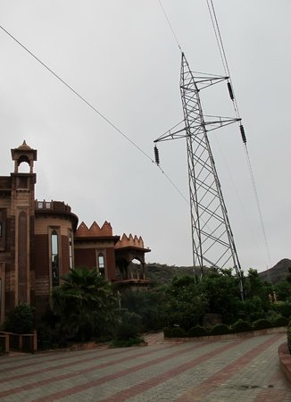 Marugarh Resort : Another view pointing to rooms either side of power line
