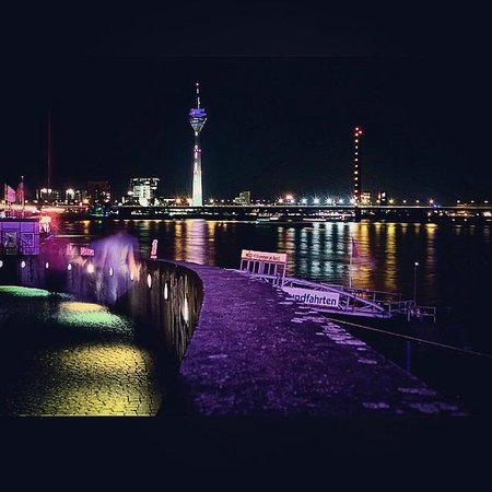 Rheinuferpromenade: The night lights on the Rhine