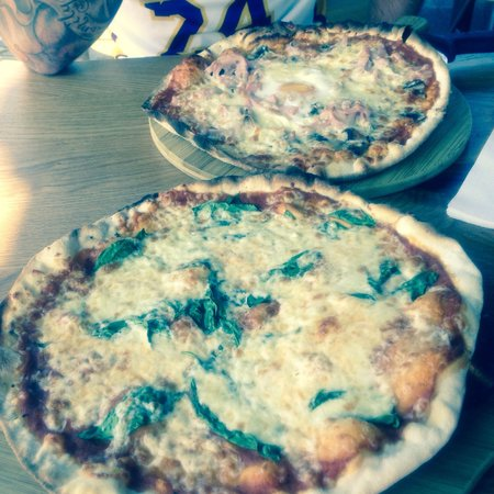 The Stable: Fantastic pizzas.