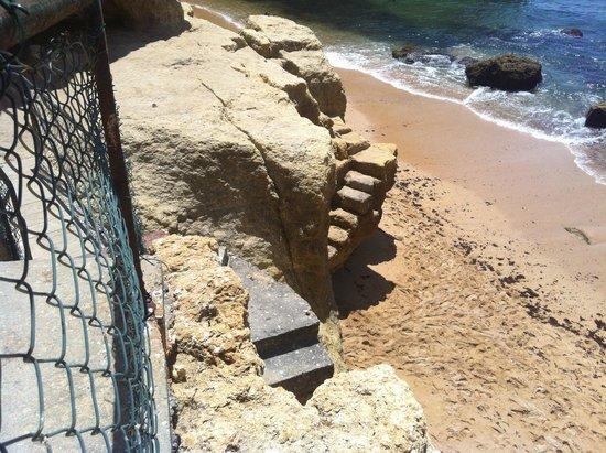 Tivoli Carvoeiro: Последние метры лестницы к пляжу