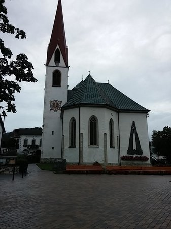 Hotel Central: Seefeld church