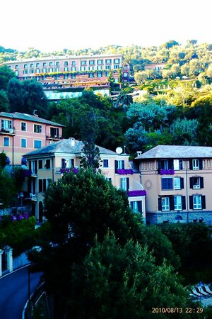 Belmond Hotel Splendido : Расположение отеля на холме.