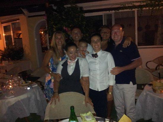 Hotel Villa Janto : FOTO DI GRUPPO DOPO UNA CENA 5 STELLE!