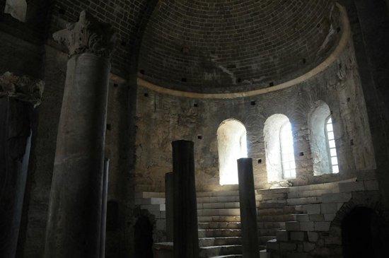 Church of St. Nicholas: Главная зала храма