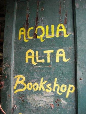 Libreria Acqua Alta: Insegna