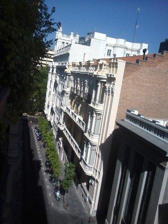 Hotel Serrano: Vista dirección Paseo Castellana