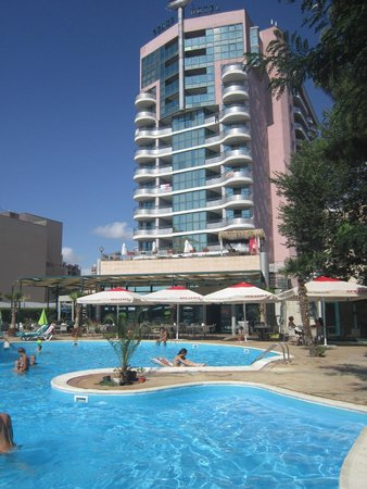 Grand Hotel Sunny Beach: The hotel from pool view