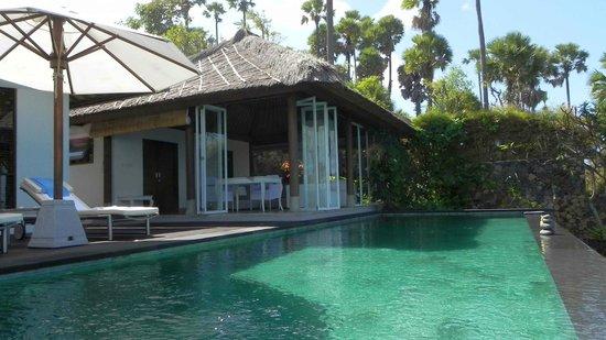 Shunyata Villas Bali: Blick vom eigenen Pool zum Wohnbereich