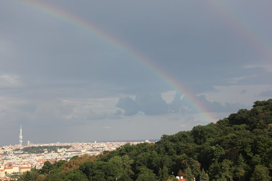 Questenberk: Beautiful view over the city (and we were lucky because the rainbow)