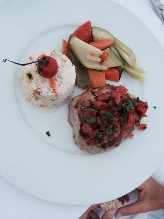 Vista Palace Beach: my friend Tuna steak