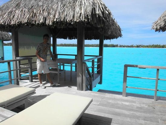 The St. Regis Bora Bora Resort : テラス