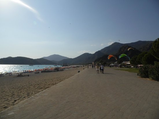 Suncity Hotel & Beach Club : The promendade