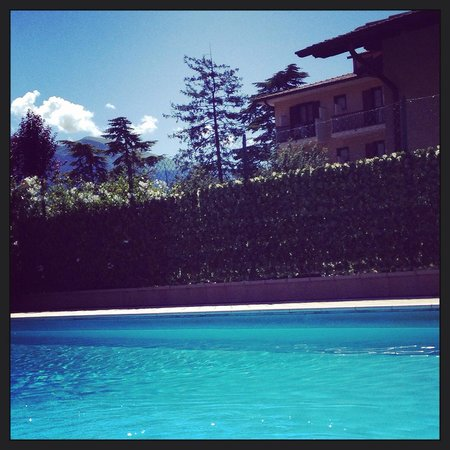Hotel Astra: The pool on a sunny day