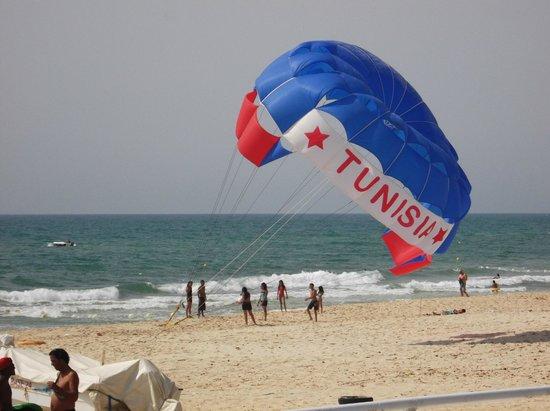 Samira Club: terrible parachute