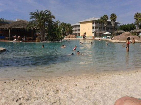 PortAventura Hotel Caribe : The sandy pool