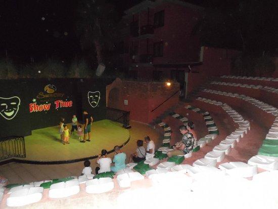 Suncity Hotel & Beach Club : Ampitheatre