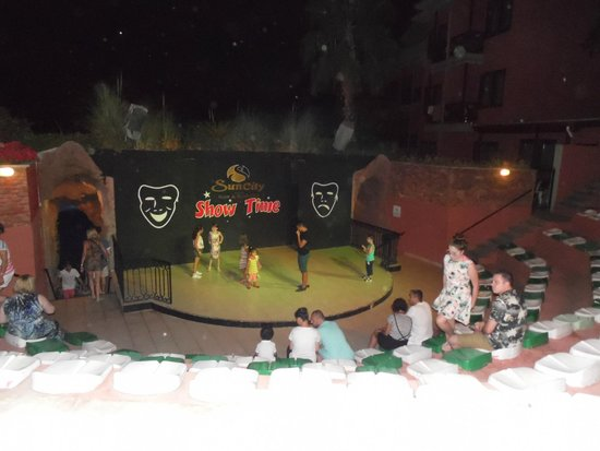 Suncity Hotel & Beach Club : Childrens disco
