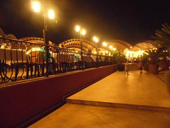 Suncity Hotel & Beach Club : Restaurant area