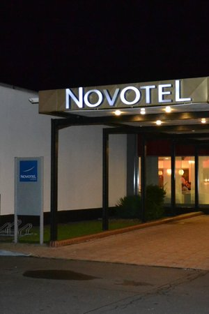 Novotel Wroclaw City: Entrance