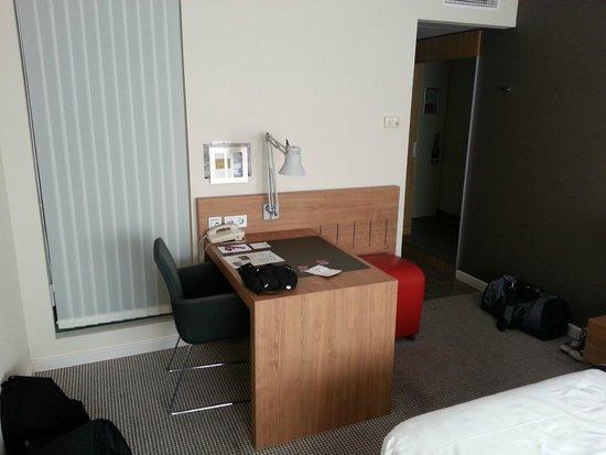Mercure Hotel Den Haag Central: Schreibtisch