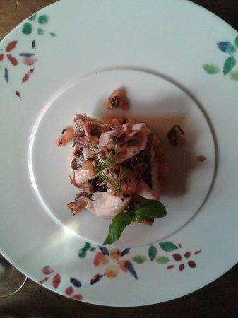 Grand Cru Restaurant and Bar: Smuha královská, baby kalamáry, letní bramborový salát a omáčka Vierge