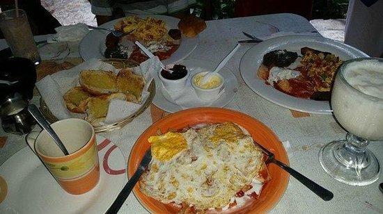 Abuelo Gerardo: Breakfast time!