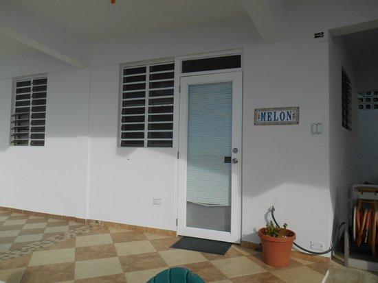 LemonTree Oceanfront Cottages : Our front door