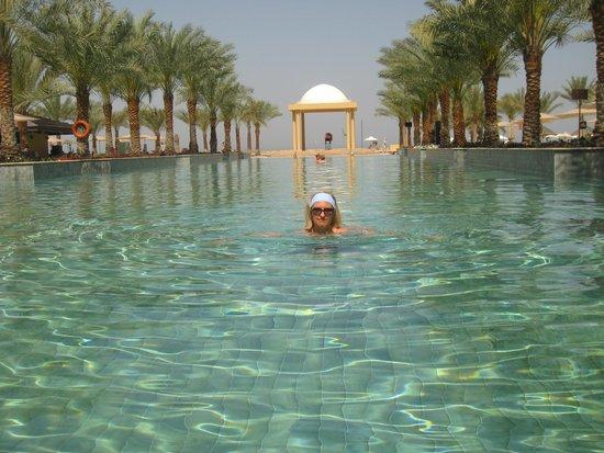 Doubletree by Hilton Ras Al Khaimah : бассейн на пляже Hilton