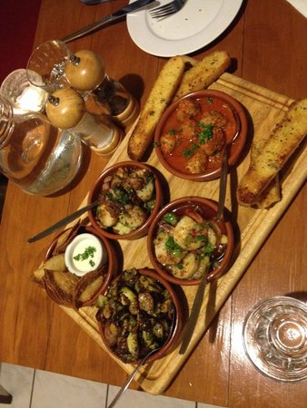 Poco Loco Tapas Restaurant: Tapas (Brusselsprouts bacon, prawn, friend corn dumpling, meatball, and scalpp) anddd garlic bre