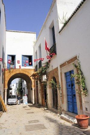 Medina de Túnez: 走在寧靜蜿蜒的巷弄裡, 感覺很舒服, 很悠閒。