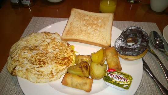 Towers Rotana: Breakfast